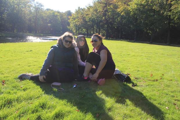 Eu, Vitória (a outra brasileira que chegou aqui na cidade) e Katha num domingo de sol gelado.